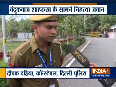 Exclusive: दिल्ली पुलिस के कॉन्स्टेबल दीपक ने बताया कैसे बहादुरी से किया दंगाई की पिस्टल का सामना