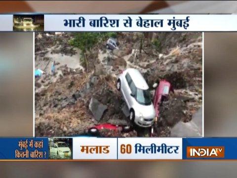 मुंबई में भारी बारिश के बाद बिल्डिंग की दीवार गिरी, मलबे में 7 कारें दबी