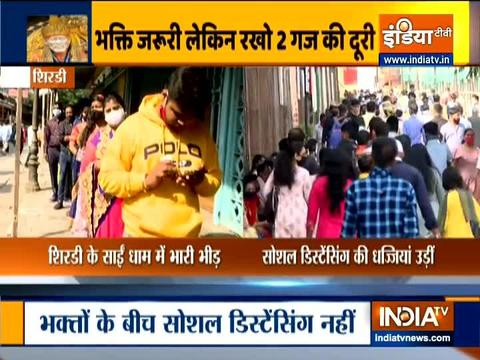 Maharashtra: Social distancing norms go for a toss at Shirdi Temple