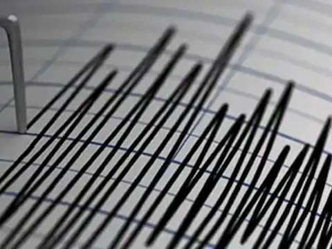 Earthquake hits Delhi, Noida