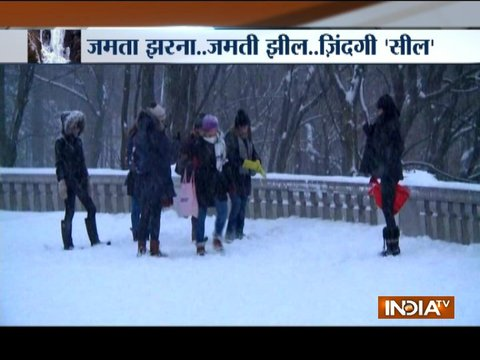 Freezing cold temperature paralyses normal life across India, America