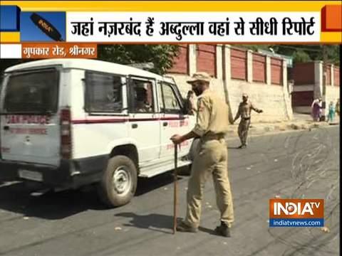 श्रीनगर में नज़रबंद फारूक अब्दुल्ला के निवास के बाहर कड़ी सुरक्षा