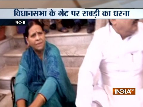 RJD senior leader Rabri Devi stages protest outside Bihar Legislative Assembly