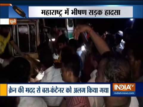 महाराष्ट्र में बड़ा सड़क हादसा, बस और कंटेनर की भिड़ंत में 11 की मौत