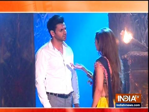 Raghav is under the spell of evil-eyed Sanjana in Qayamat Ki Raat