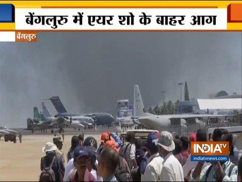 बेंगलुरु में एयरो इंडिया 2019 के आयोजन स्थल के पास पार्किंग में लगी आग में कई गाड़ियां जलीं