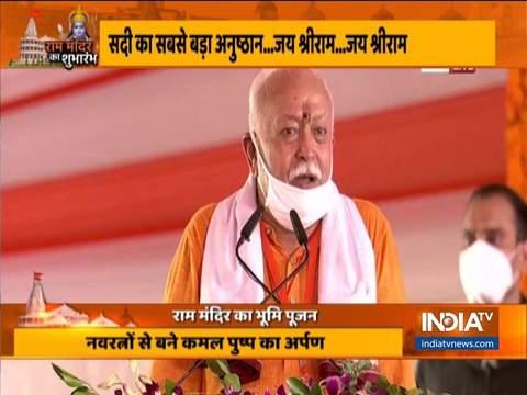 यूपी सीएम योगी आदित्यनाथ और आरएसएस प्रमुख ने अयोध्या में राम मंदिर के कार्यक्रम को संबोधित किया