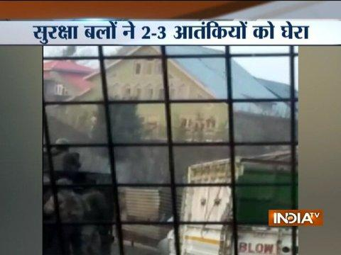 WATCH VIDEO: Stone-pelting by civilians to obstruct forces during encounter in J-K's Budgam