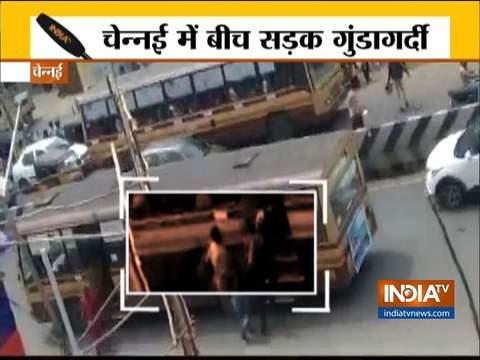 चेन्नई में छात्रों के दो गुटों के बीच सड़क के बीचों-बीच हुई ज़बरदस्त लड़ाई