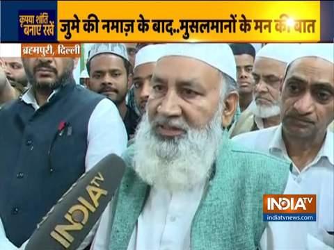 दिल्ली में तनाव के बीच मुसलमानों ने जुमे की नमाज़ की अदा, देखिये स्पेशल रिपोर्ट