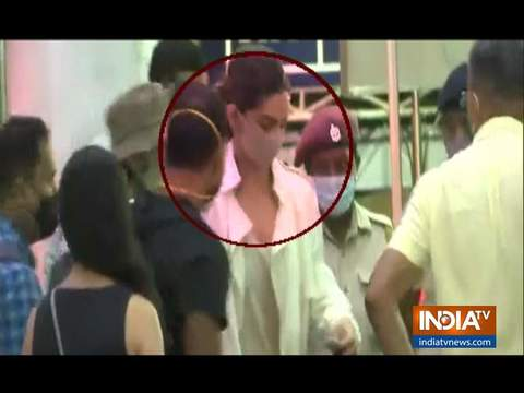 Deepika Padukone along with Ranveer Singh arrives at Goa Airport