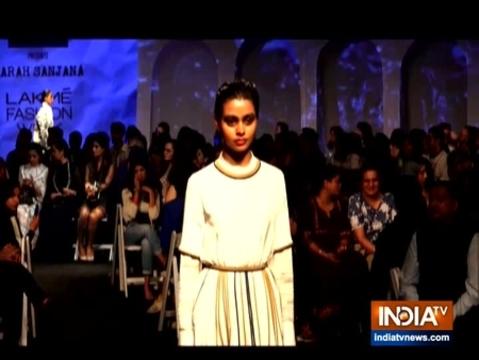 लैक्मे फैशन वीक 2020: जाह्नवी कपूर और विक्की कौशल ने किया रैंप वॉक