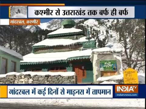 जम्मू-कश्मीर के गांदरबल में भारी बर्फबारी जारी
