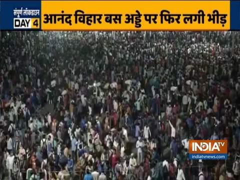 Lockdown: बस अड्डे पर बस पकड़ने के लिए लगी भीड़
