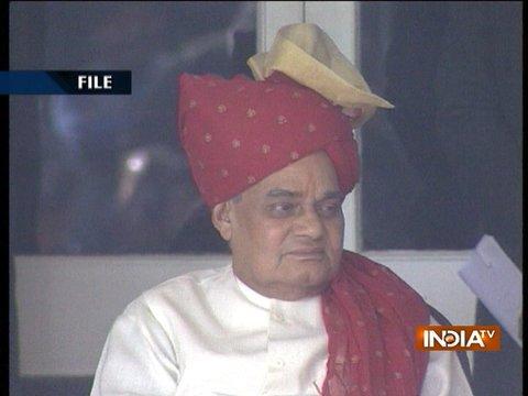 पूर्व पीएम अटल बिहारी वाजपेयी की हालत बेहद नाजुक, वेंकैया नायडू समेत कई नेता एम्स पहुंचे