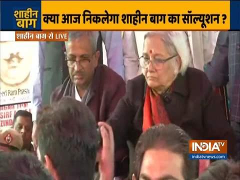 संजय हेगड़े, साधना रामचंद्रन ने मीडिया की उपस्थिति में प्रदर्शनकारियों के साथ बात करने से किया इनकार