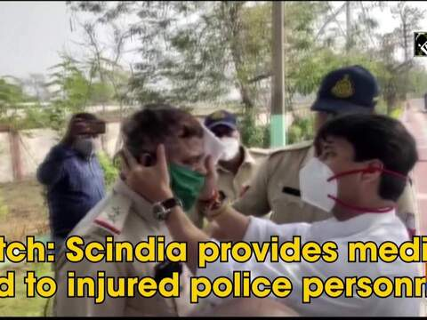 Watch: Scindia provides medical aid to injured police personnel