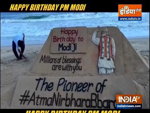 पश्चिम बंगाल में स्कूल शिक्षको ने मनाया पीएम मोदी का 70 वां जन्मदिन
