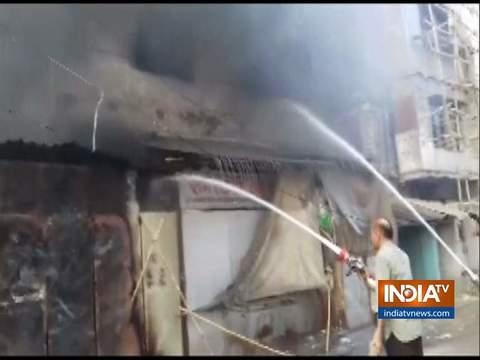 कानपुर: कलेक्टरगंज इलाके में स्थित गोदाम में आग लगने से अफरातफरी मच गई