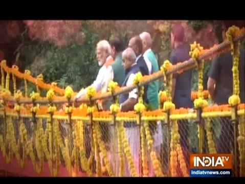 पीएम मोदी ने नर्मदा जिले के गरुड़ेश्वर दत्त मंदिर में पूजा-अर्चना की
