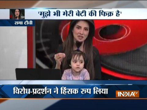 To protest minor's rape, murder, Pak anchor goes on air with daughter