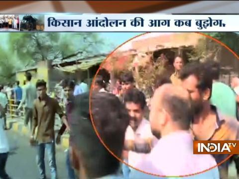 Mandsaur DM get slapped by protesting farmers