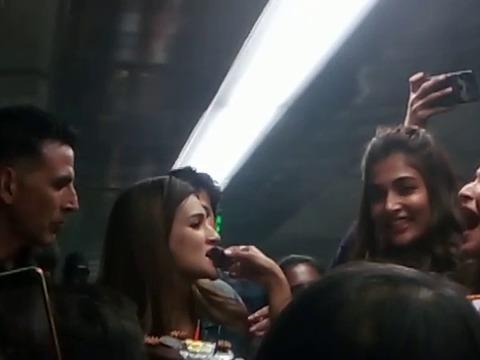 Pooja Hegde cuts cake with Housefull 4 team