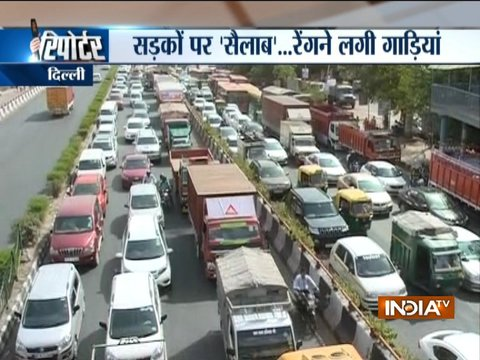 Water pipeline burst causes traffic jam in Delhi's Sarai Kale Khan area