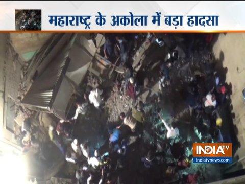 महाराष्ट्र: अकोला में तीन मंजिला इमारत गिरी, रेस्क्यू ऑपरेशन जारी