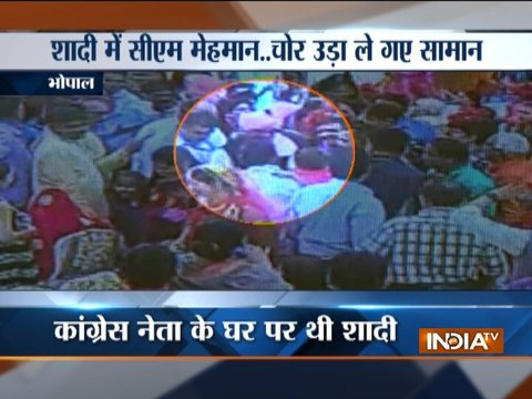 Thieves flee away with cash bag from a marriage ceremony in Bhopal presence of Chief Minister