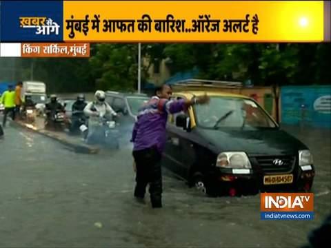 मुंबई में भारी बारिश के बाद किंग्स सर्कल में जलभराव, IMD ने ऑरेंज अलर्ट जारी किया