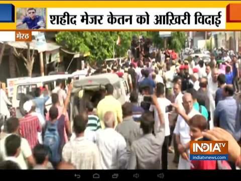 शहीद मेजर केतन शर्मा का पार्थिव शरीर उनके शहर मेरठ लाया गया
