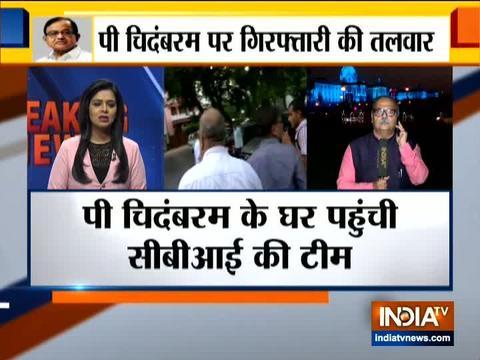 सीबीआई ऑफिसर्स दिल्ली में पी चिदंबरम के आवास पर पहुंचे
