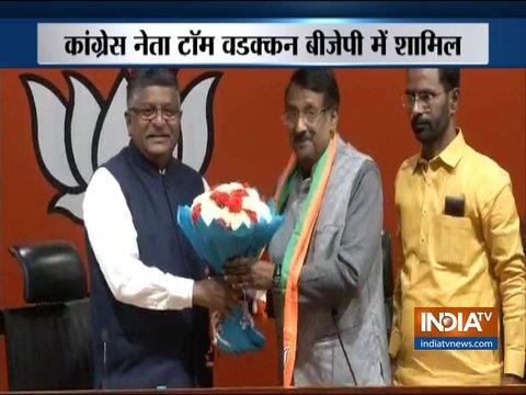 केंद्रीय मंत्री रविशंकर प्रसाद की मौजूदगी में कांग्रेस नेता टॉम वडक्कन बीजेपी में हुए शामिल