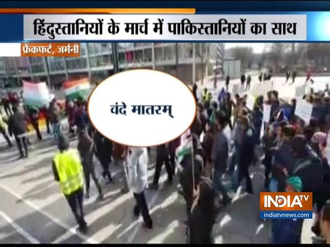 जर्मनी: फ्रैंकफर्ट में पुलवामा हमले के खिलाफ भारतीय समुदाय के लोगों ने किया विरोध प्रदर्शन