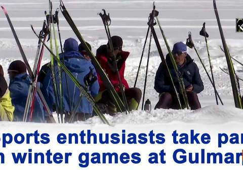 Sports enthusiasts take part in winter games at Gulmarg