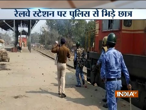 Students scuffle with police at Ara railway station in Bihar