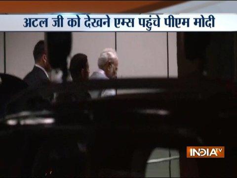 पूर्व प्रधानमंत्री अटल बिहारी वाजपेयी का हाल-चाल जानने दिल्ली के एम्स पहुंचे पीएम मोदी