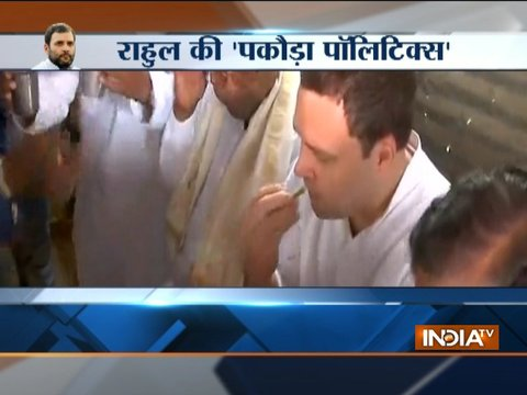 Rahul Gandhi enjoys chai-pakora with Congress leaders at a dhaba in Karnataka