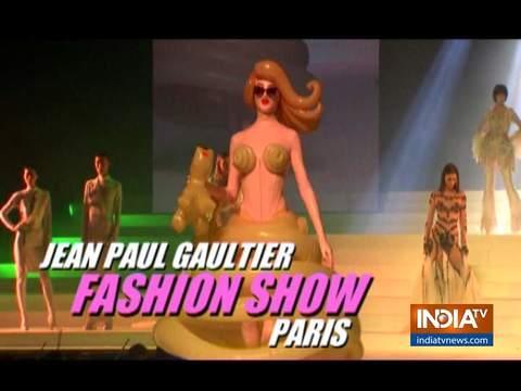 पेरिस में हुए फैशन शो में डिजाइनर जीन-पॉल गॉल्टियर के कलेक्शन को फेमस मॉडल्स ने किया पेश