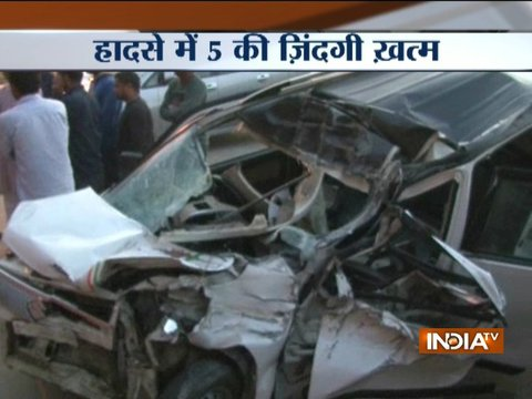 5 people killed in a collision between a truck and a car at Greater Noida