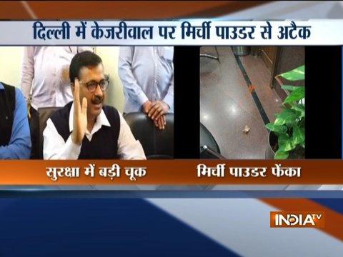 दिल्ली के मुख्यमंत्री अरविंद केजरीवाल पर सचिवालय के अंदर हमला