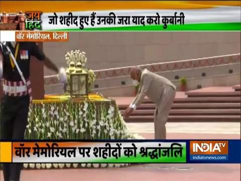 राष्ट्रपति राम नाथ कोविंद स्वतंत्रता दिवस पर राष्ट्रीय युद्ध स्मारक पर श्रद्धांजलि अर्पित की