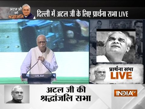 Senior BJP leader LK Advani addresees the gathering at former PM AB Vajpayee's prayer meeting