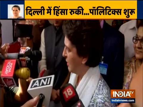 प्रियंका गांधी वाड्रा ने दिल्ली के लोगों से हिंसा नहीं करने की अपील की