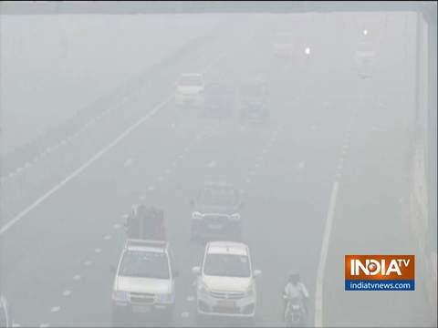 फिर ज़हरीली हुई दिल्ली की हवा, कई इलाकों में एयर क्वालिटी इंडेक्स 500 के करीब पहुंचा