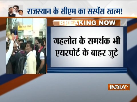 Supporters of Sachin Pilot, Ashot Gehlot gather outside Jaipur Airport