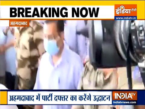 AAP कार्यालय का उद्घाटन करने अहमदाबाद पहुंचे अरविंद केजरीवाल