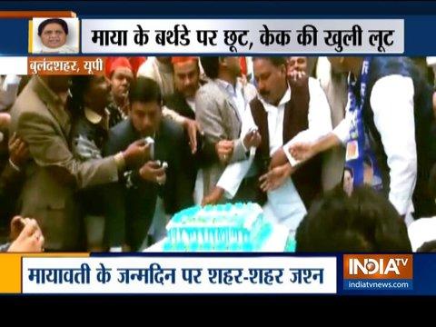 मायावती के जन्मदिन पर शहर-शहर केक लूटते नज़र आये बसपा के कार्यकर्ता