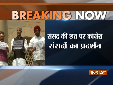 Punjab Cong MPs climb over Parliament roof to protest against Indians killed in Mosul